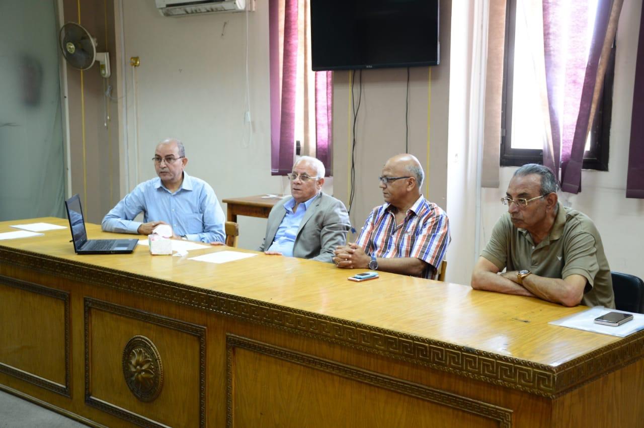 محافظ بورسعيد يطمئن على سير الامتحانات  (1)