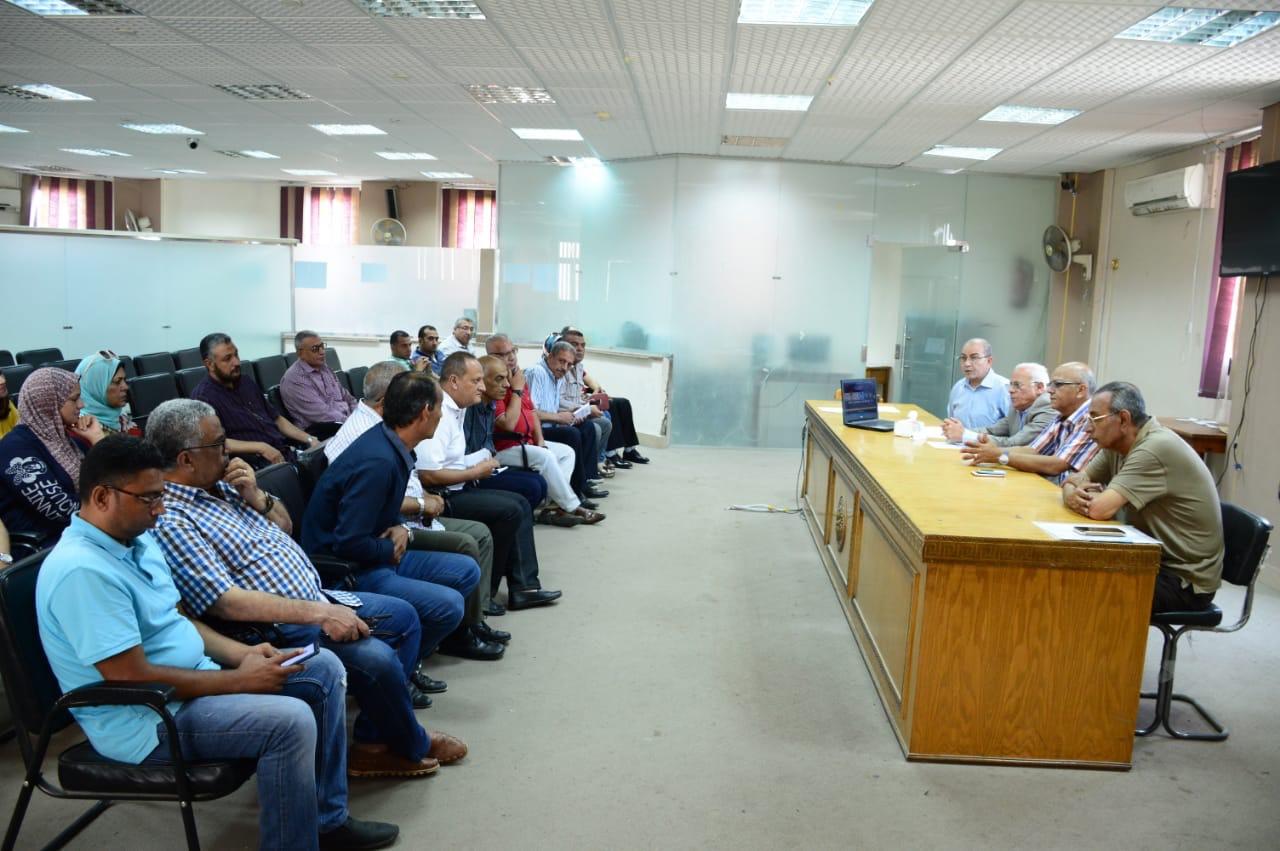 محافظ بورسعيد يطمئن على سير الامتحانات  (2)