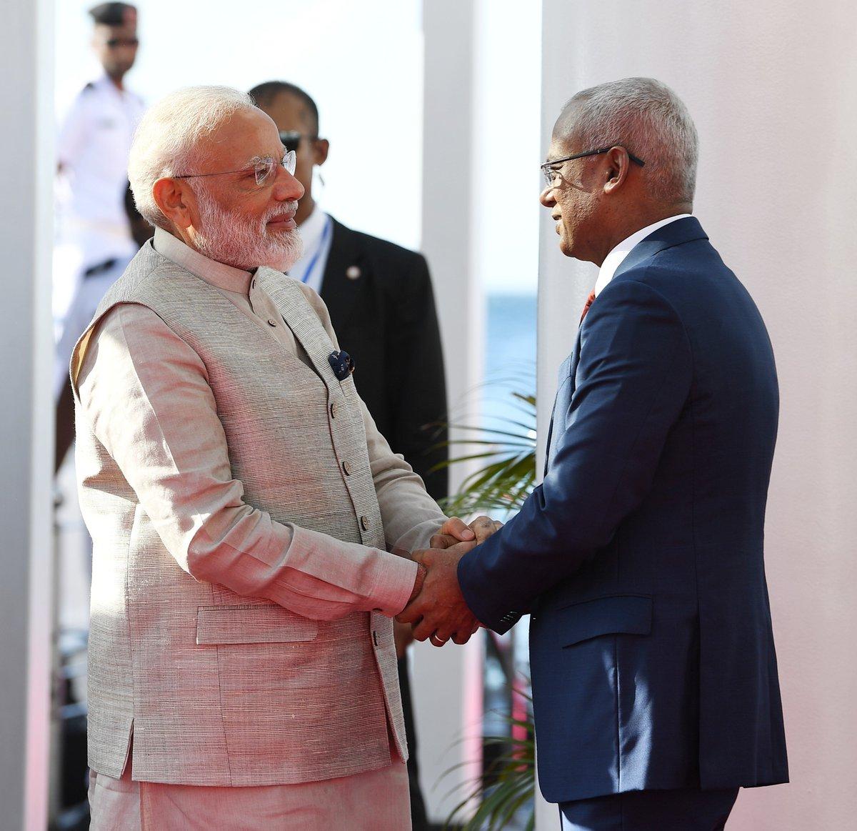 استقبال رئيس المالديف لرئيس وزراء الهند