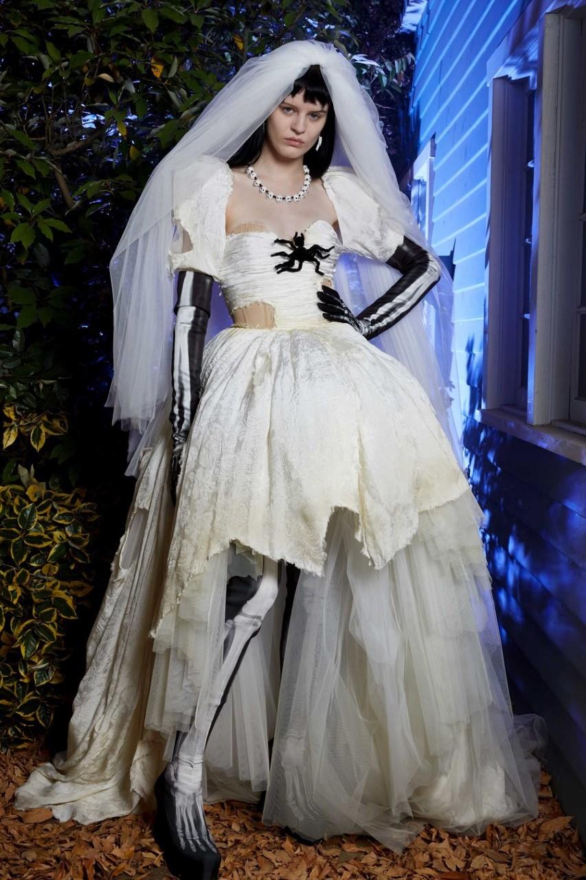 فستان الزفاف فى عرض موسكينو