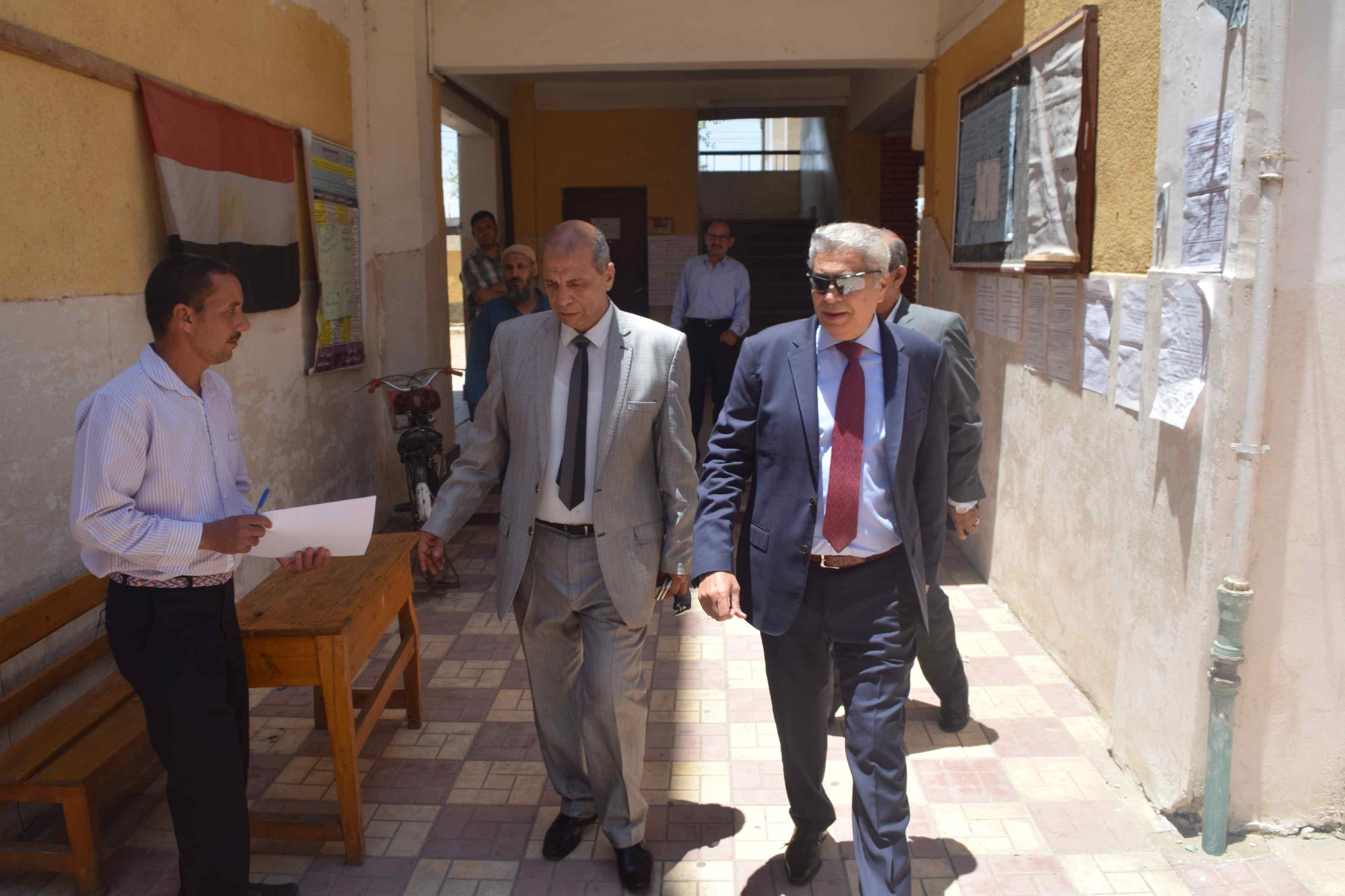 محافظ المنيا يتفقد لجان الثانوية العامة (7)