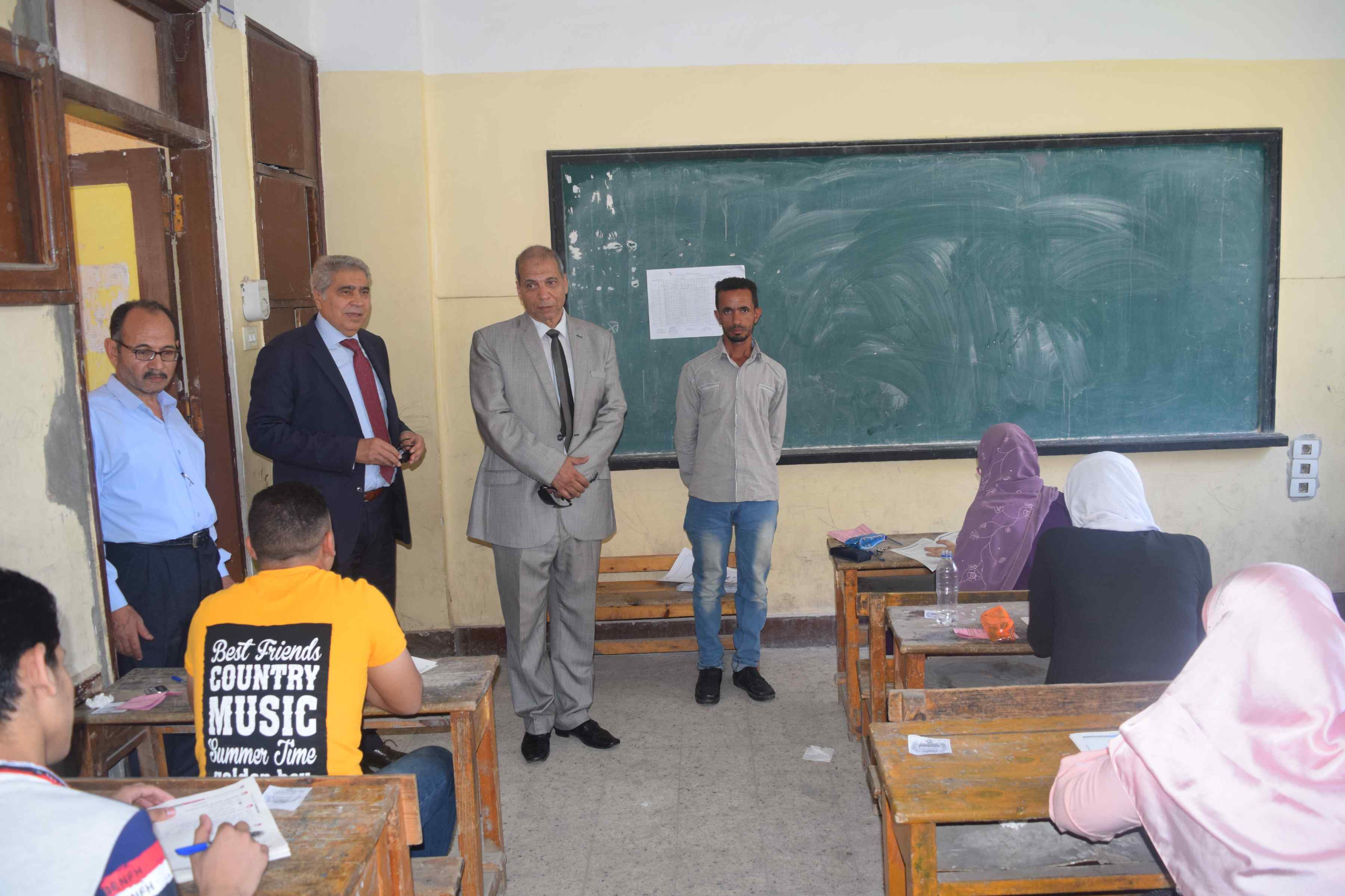 محافظ المنيا يتفقد لجان الثانوية العامة (6)