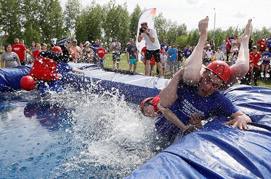 سقوط الزوج فى المياه