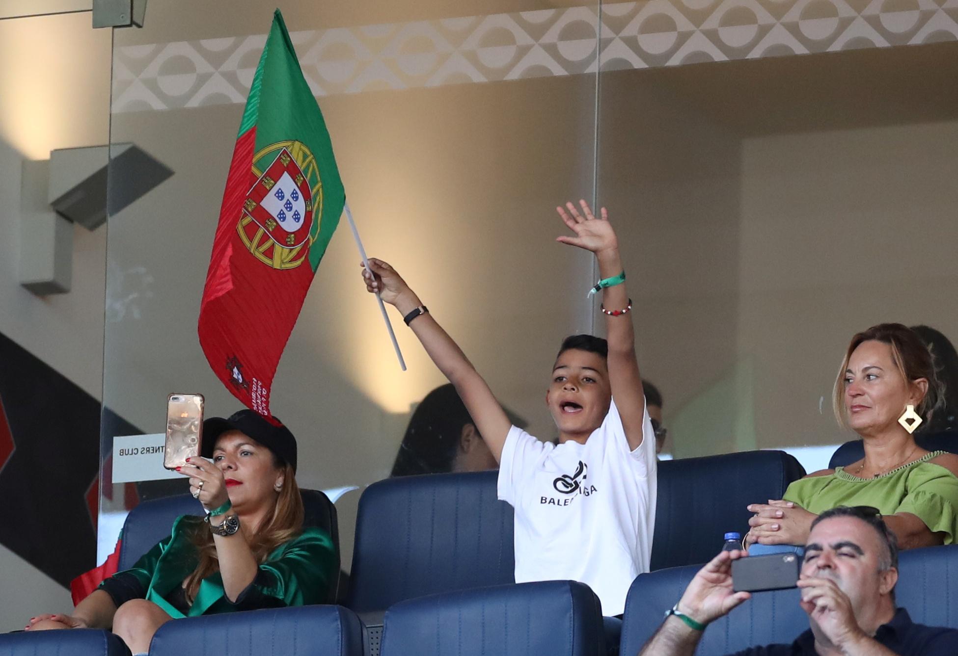 عائلة رونالدو تدعمه من المدرجات (4)