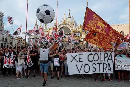 Demonstrators in Venice