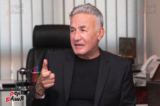 عزت ابو عوف (54)
