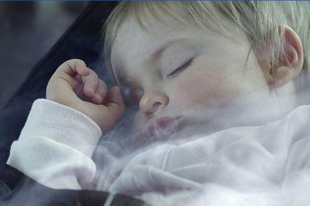 التدخين السلبى يؤثر على طفلك
