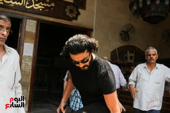 الفنان-خالد-النبوى-فى-جنازة-عزت-أبو-عوف