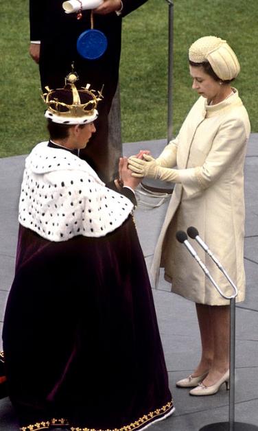 الملكةاليزابيث ونجلها