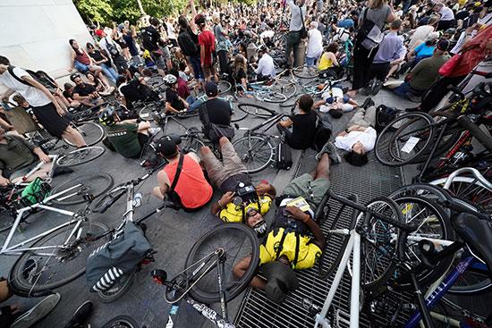 وقفة لأصحاب الدراجات فى نيويورك للمطالبة بتوفير طرق أمنة لهم (1)