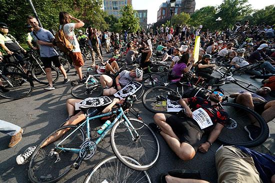 وقفة لأصحاب الدراجات فى نيويورك للمطالبة بتوفير طرق أمنة لهم (3)