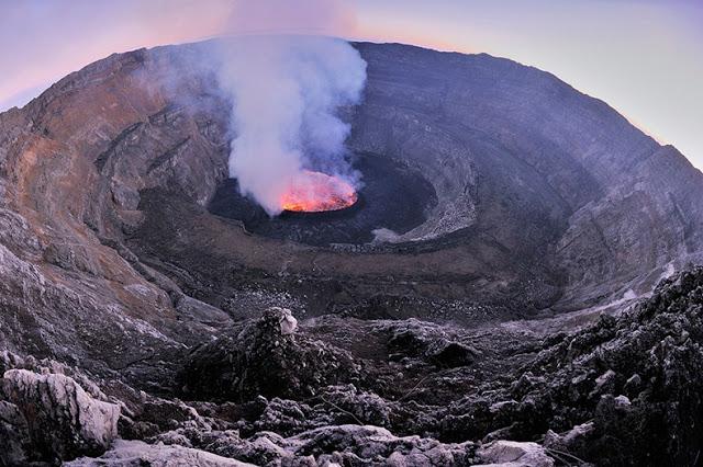 بحيرة حمم بركانية