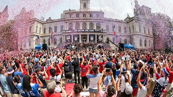 احتفالات منتخب أمريكا بشوارع نيويورك (7)