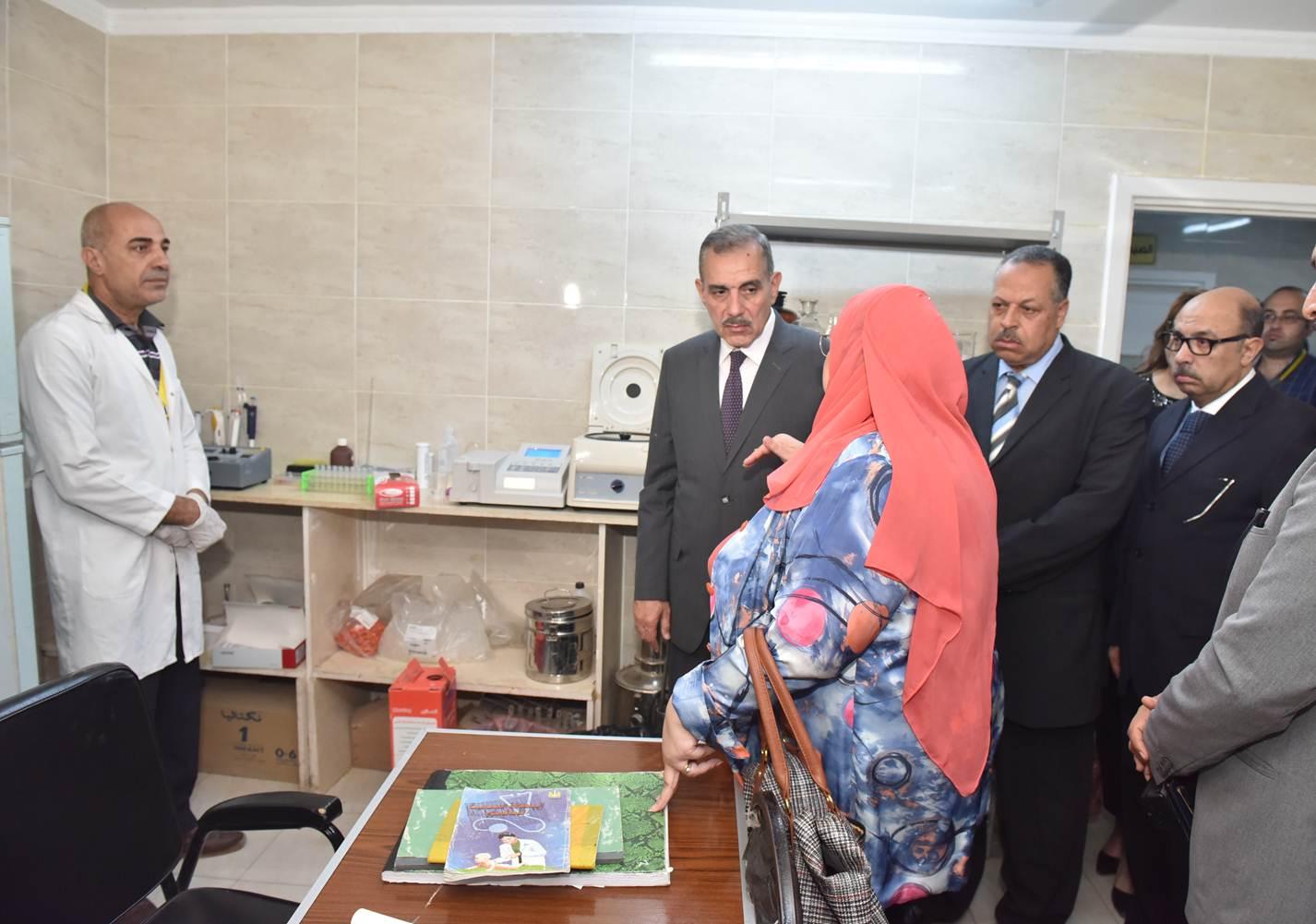تفقد حملة صحة المرأة بمركز رعاية قلته ومعهد الأورام (2)