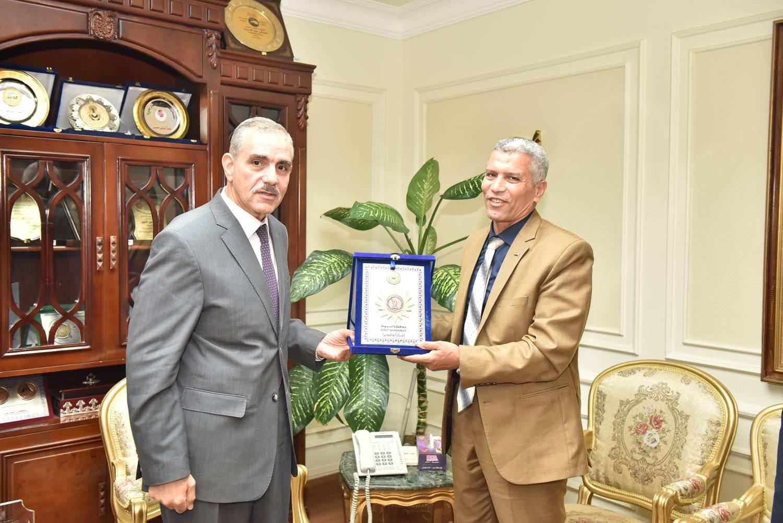 محافظ أسيوط يلتقى رئيس هيئة تنمية الصعيد  (5)