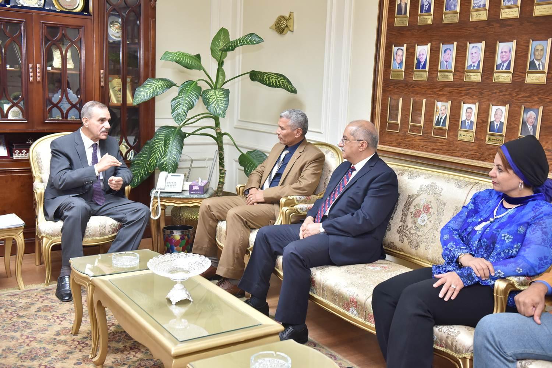 محافظ أسيوط يلتقى رئيس هيئة تنمية الصعيد  (4)