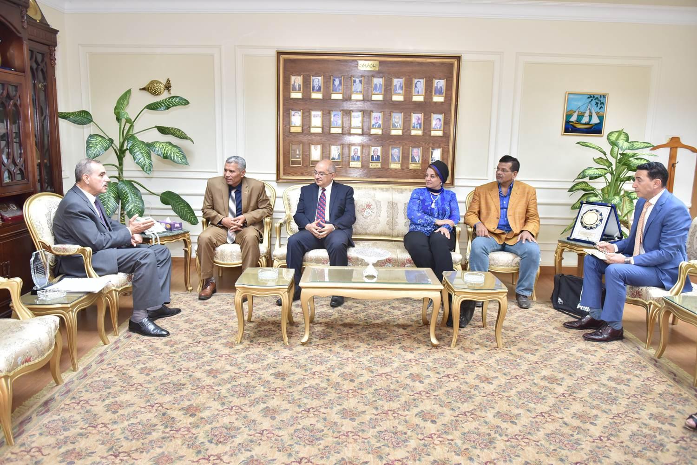 محافظ أسيوط يلتقى رئيس هيئة تنمية الصعيد  (3)