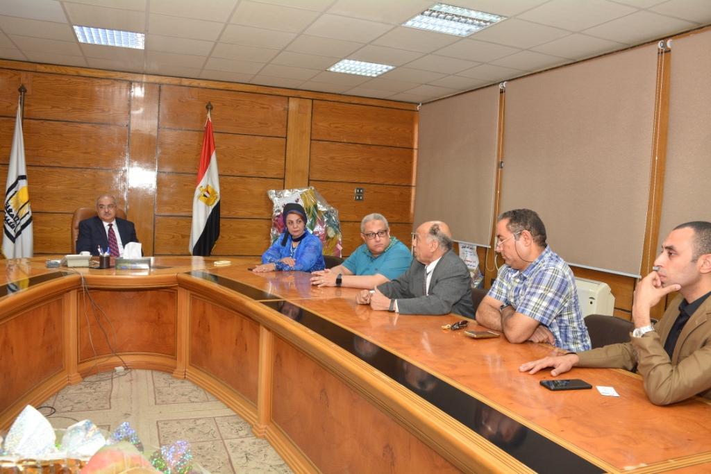 محافظ أسيوط يلتقى رئيس هيئة تنمية الصعيد  (6)