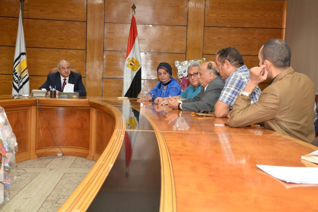 محافظ أسيوط يلتقى رئيس هيئة تنمية الصعيد  (2)