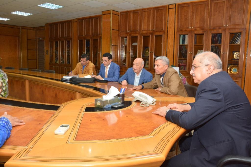 محافظ أسيوط يلتقى رئيس هيئة تنمية الصعيد  (1)