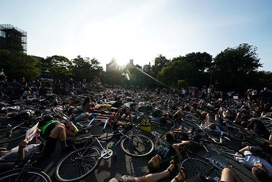 وقفة لأصحاب الدراجات فى نيويورك للمطالبة بتوفير طرق أمنة لهم (8)