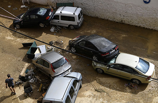 أثار مدمرة فى إسبانيا بسبب فيضان نهر ثيداكوس بعد أمطار غزيرة