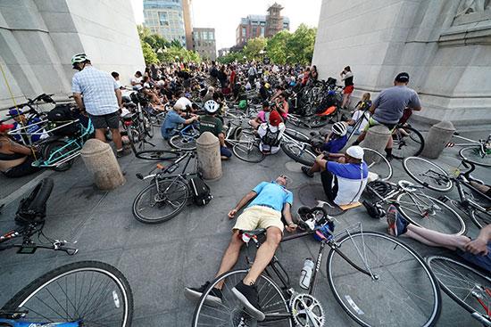 وقفة لأصحاب الدراجات فى نيويورك للمطالبة بتوفير طرق أمنة لهم (2)