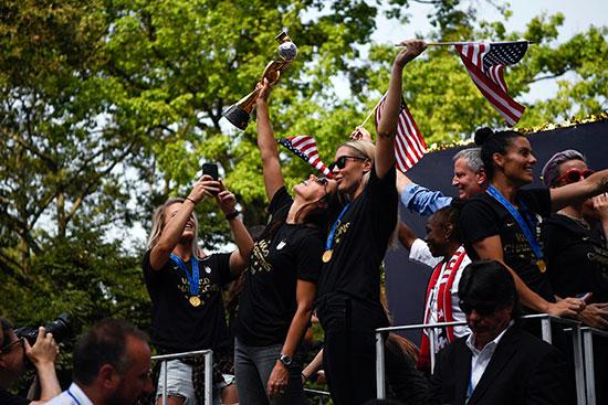 احتفالات منتخب أمريكا بشوارع نيويورك (2)