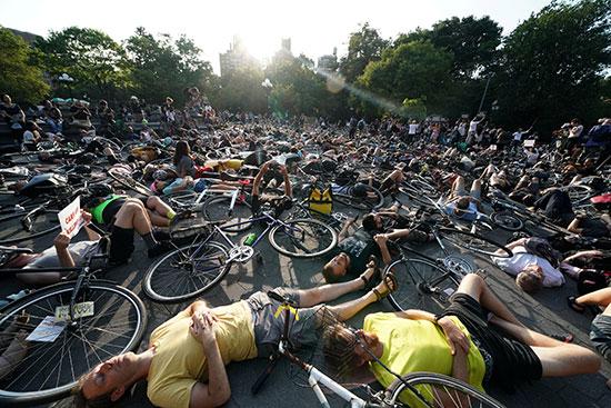 وقفة لأصحاب الدراجات فى نيويورك للمطالبة بتوفير طرق أمنة لهم (7)