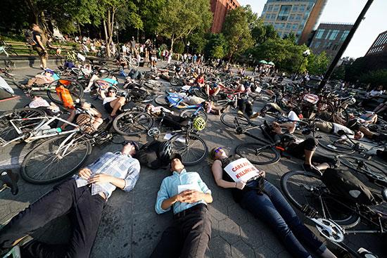 وقفة لأصحاب الدراجات فى نيويورك للمطالبة بتوفير طرق أمنة لهم (6)