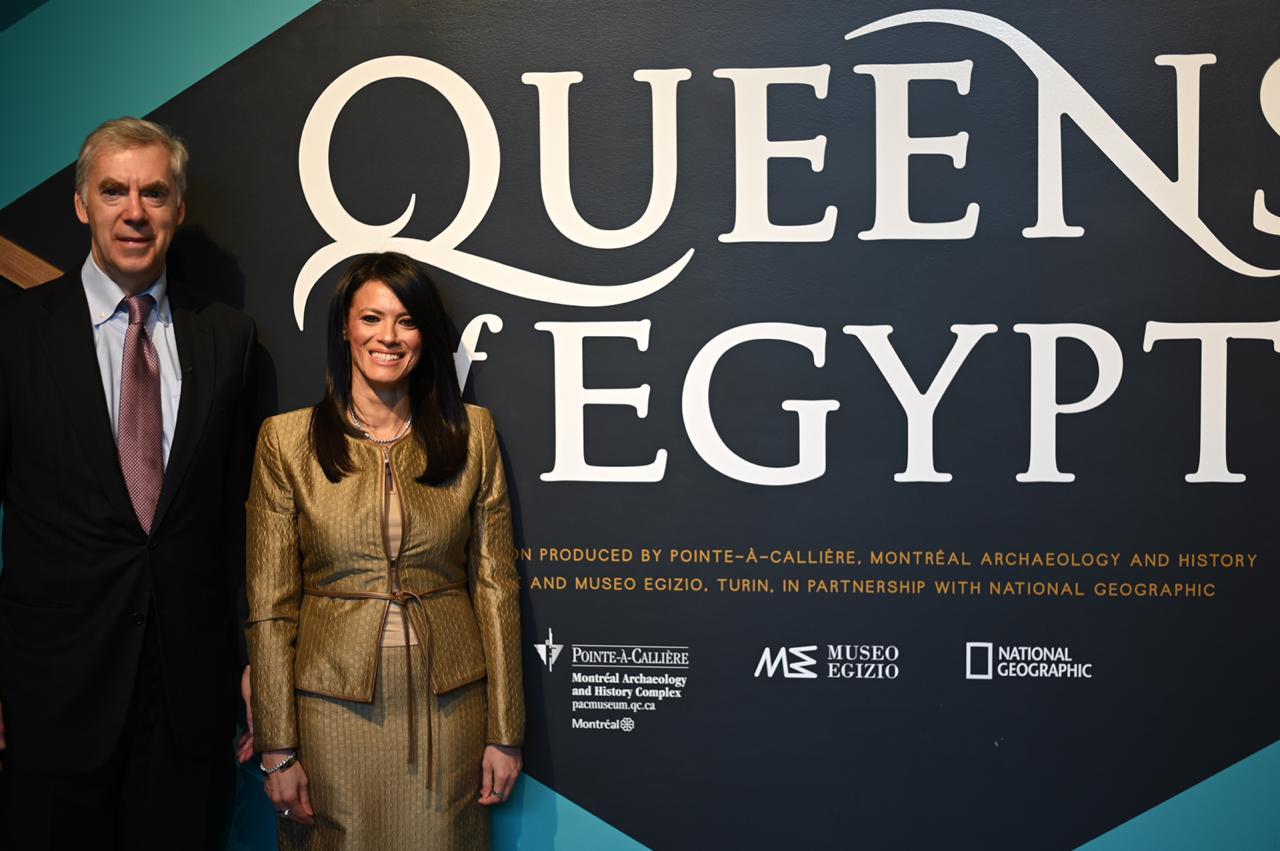 رانيا المشاط وزيرة السياحة خلال مشاركتها بالمعارض