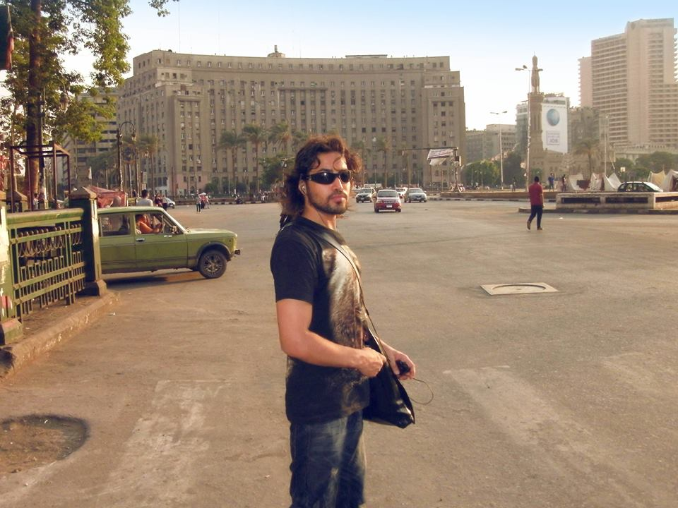 تومى عمران فى ميدان التحرير