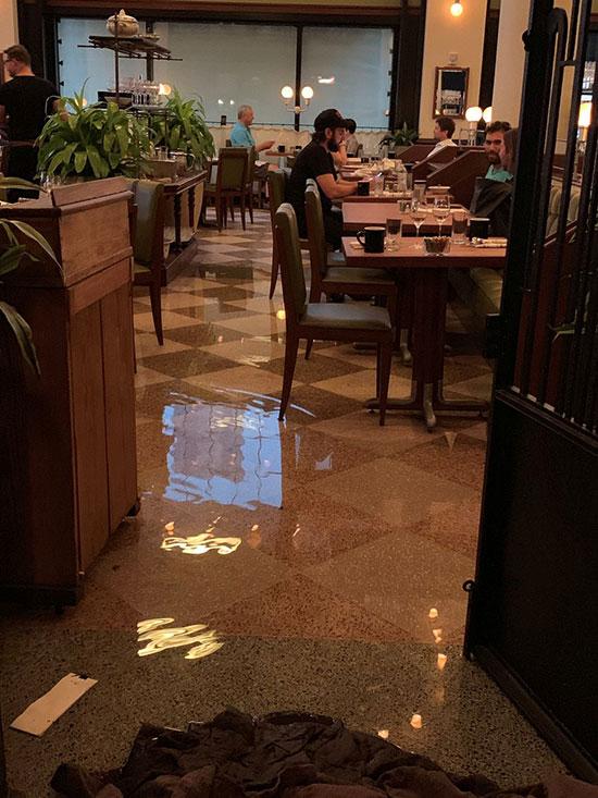 المياه تغمر فنادق المدينة