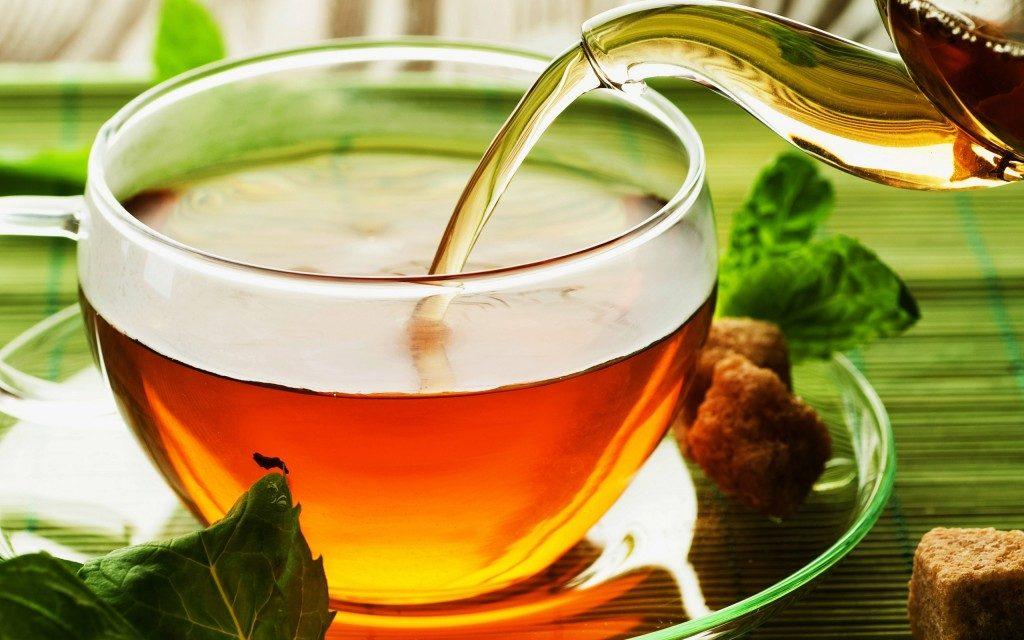 تحذيرات من الشاى المحلى والعصائر