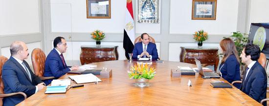 السيد-الرئيس-يجتمع-مع-السيد-رئيس-مجلس-الوزراء-والسيدة-وزيرة-التضامن-الاجتماعي