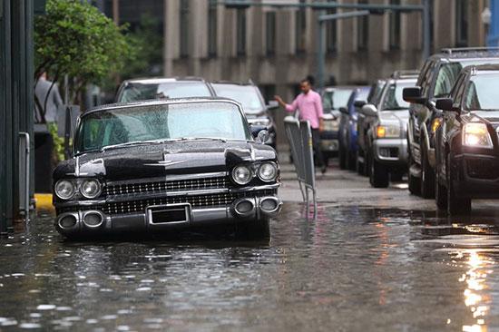 شلل اصاب الحركة المرورية فى المدينة جراء مياه الفيضانات