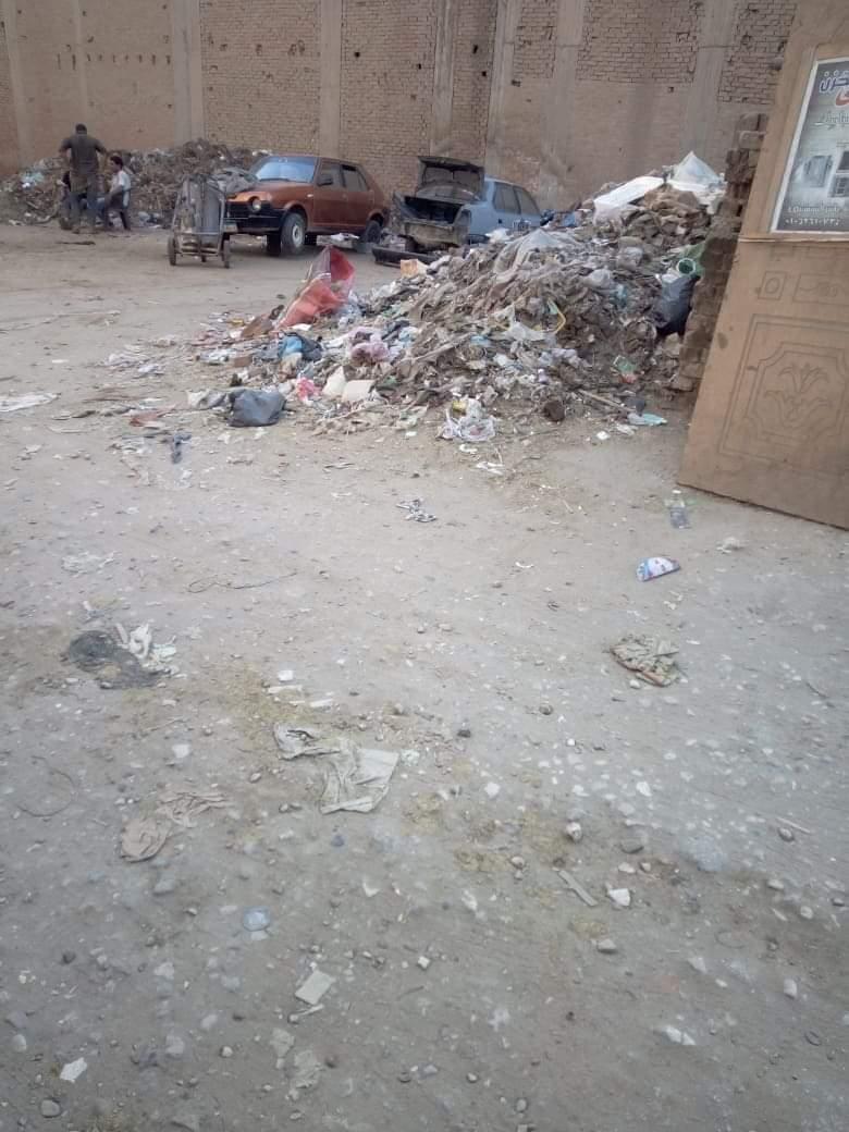 تراكم القمامة بجوار المعهد الدينى بالمحلة (3)