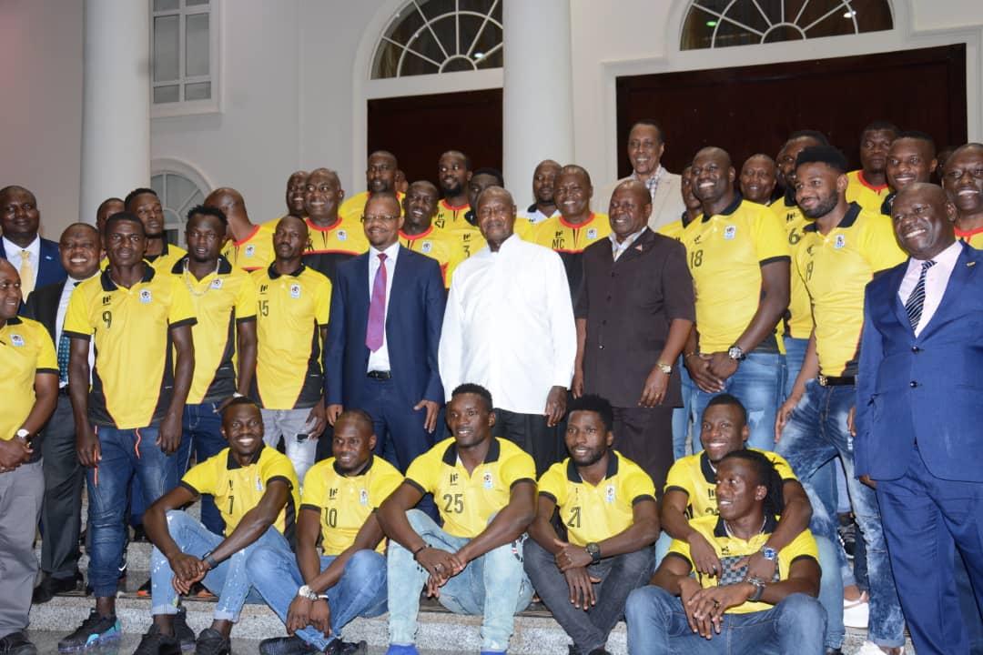 رئيس اوغندا مع اللاعبين