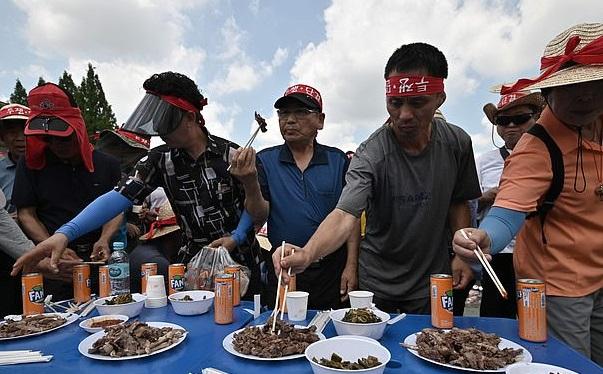 مظاهرات فى كرويا الجنوبية ضد تناول لحوم الكلاب (1)