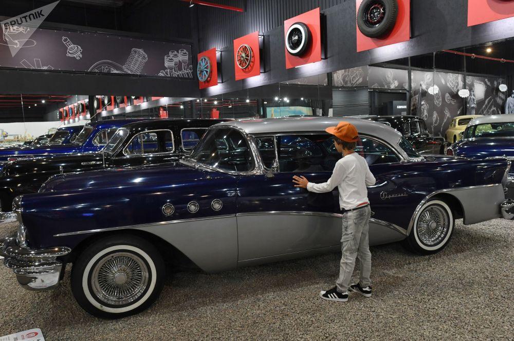 روسيا تفتتح أكبر معرض للسيارات العريقة  (7)