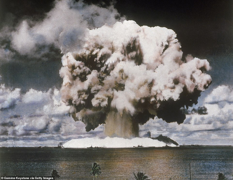 163906-مغامرون-ينظمون-رحلات-إلى-موقع-تجارب-نووية-فى-المحيط-الهادى-(2)