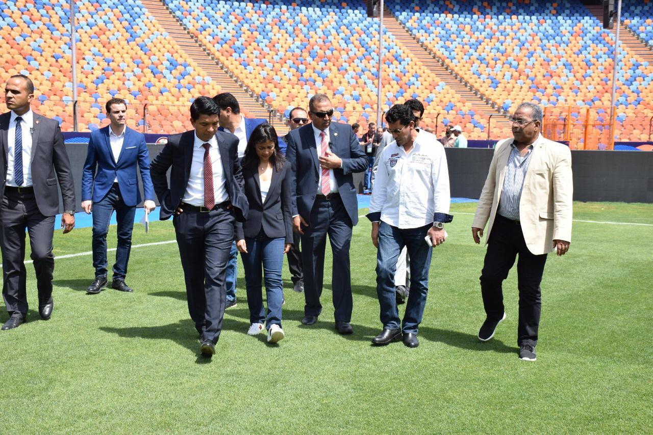 رئيس مدغشقر عند زيارته لاستاد القاهرة