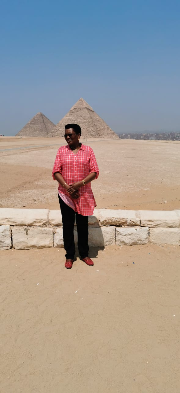 حرم رئيس بورندى والوفد المرافق لها منطقة آثار الهرم (1)