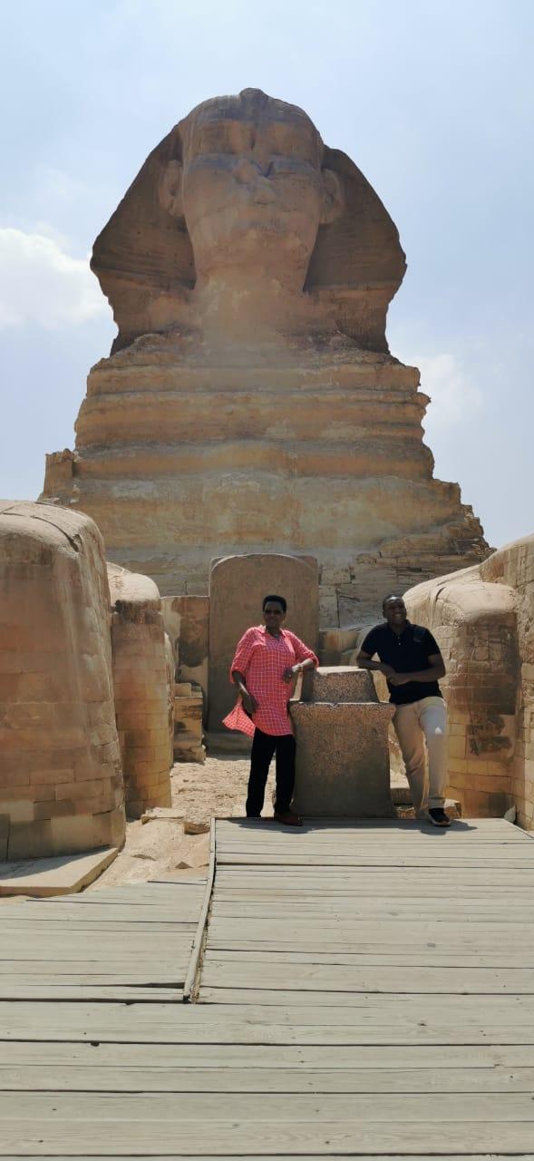 حرم رئيس بورندى والوفد المرافق لها منطقة آثار الهرم (2)