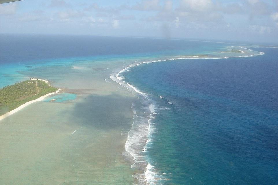 79991-مغامرون-ينظمون-رحلات-إلى-موقع-تجارب-نووية-فى-المحيط-الهادى-(1)