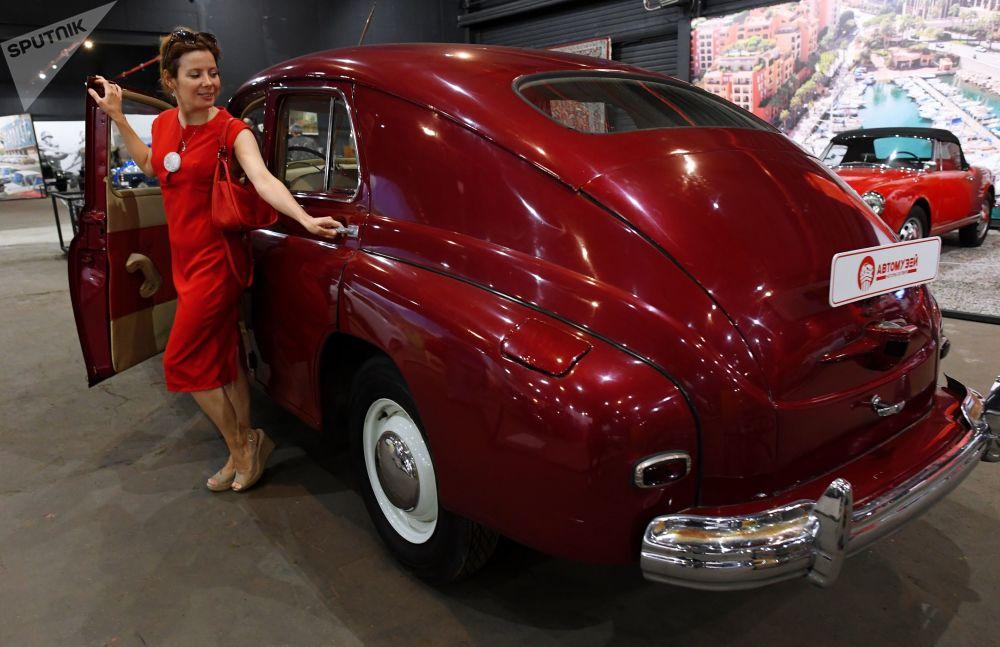 روسيا تفتتح أكبر معرض للسيارات العريقة  (1)