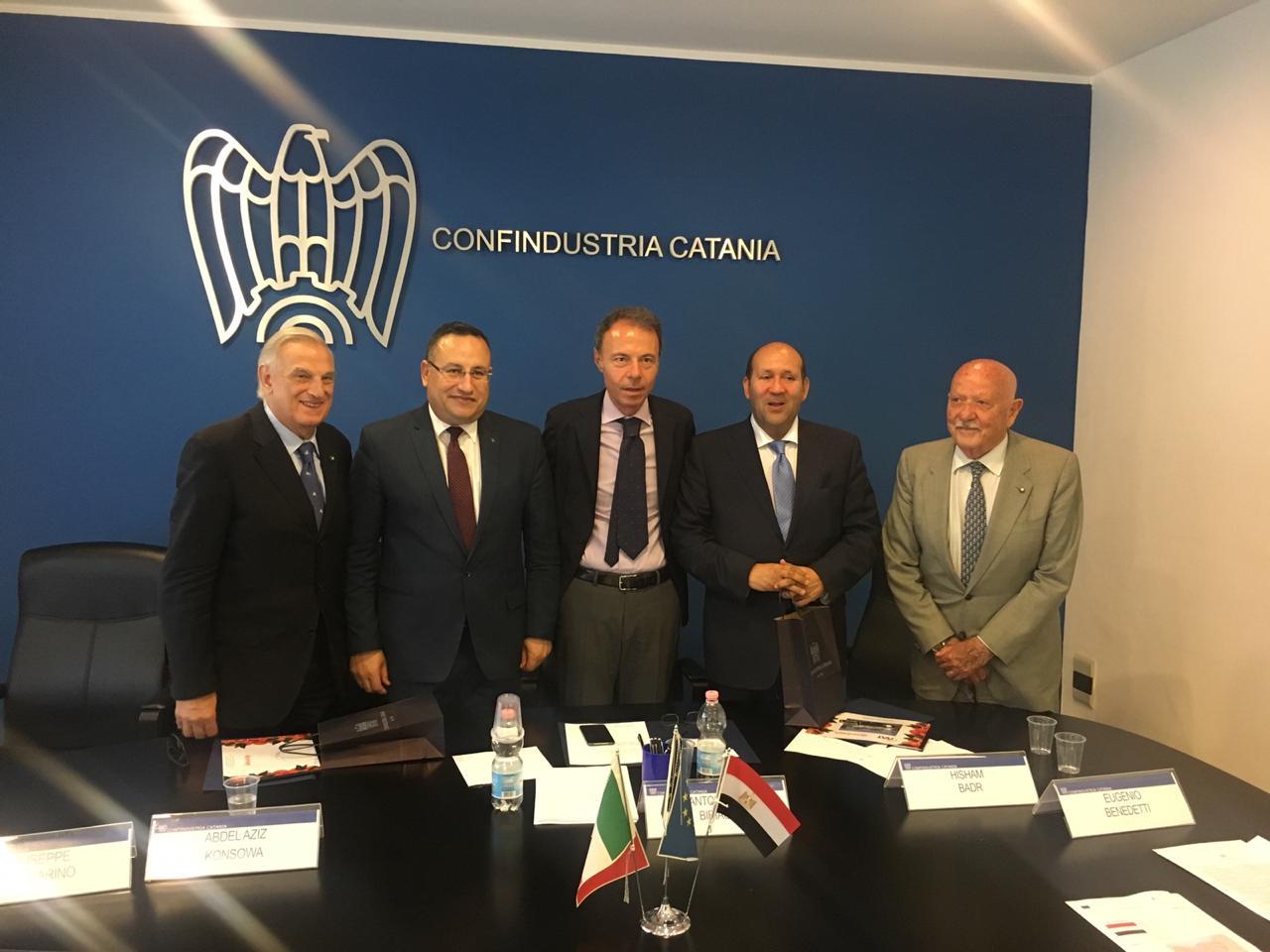 محافظ الاسكندرية يبحث تعزيز الاستثمار مع  اتحاد الصناعات بصقلية (3)