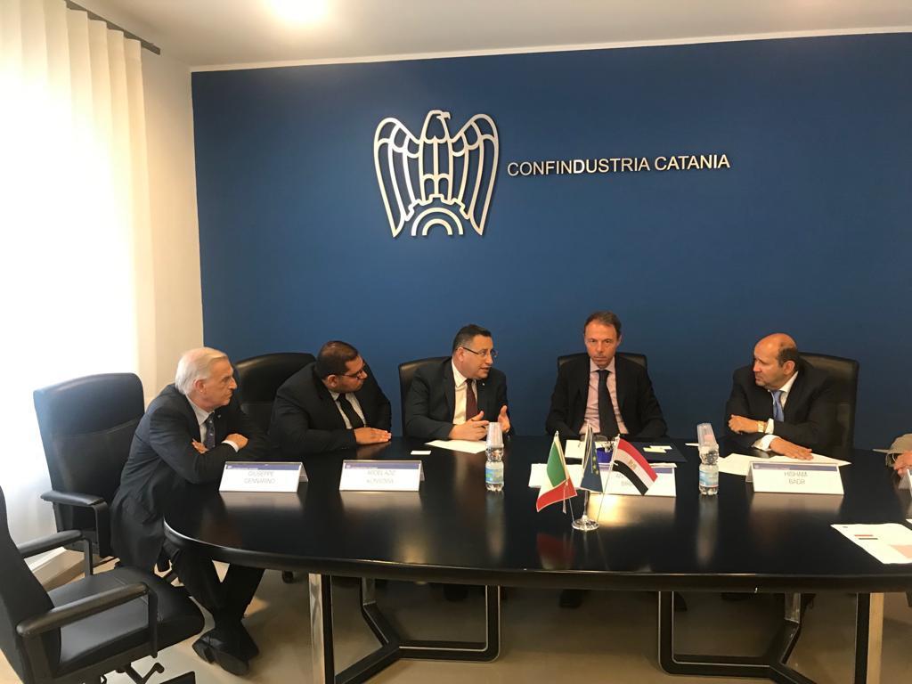محافظ الاسكندرية يبحث تعزيز الاستثمار مع  اتحاد الصناعات بصقلية (5)