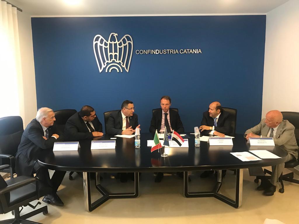 محافظ الاسكندرية يبحث تعزيز الاستثمار مع  اتحاد الصناعات بصقلية (1)