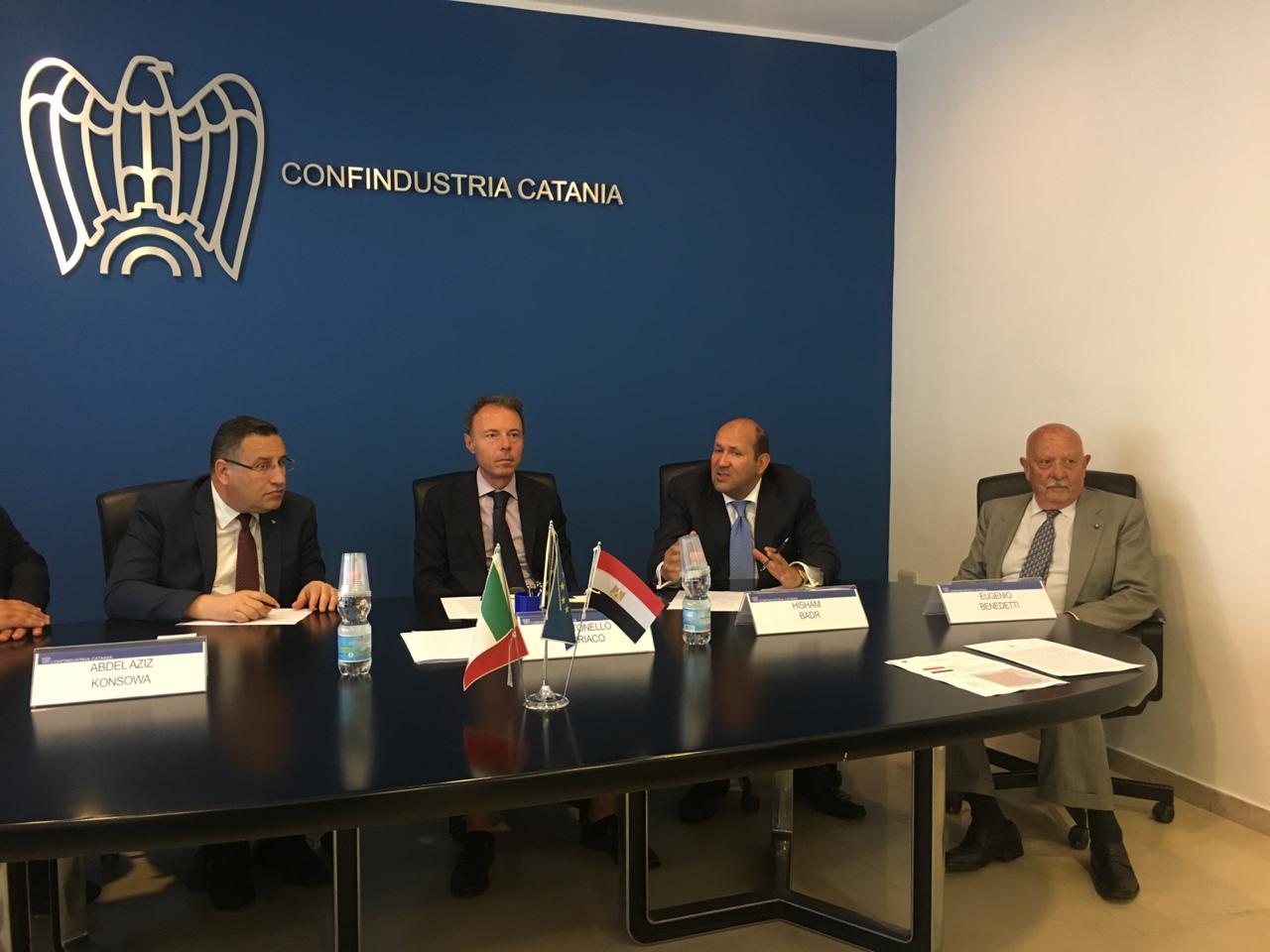 محافظ الاسكندرية يبحث تعزيز الاستثمار مع  اتحاد الصناعات بصقلية (4)